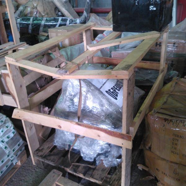 Пленка и поддон наш, три сломанных доски у них стоит 1200р.