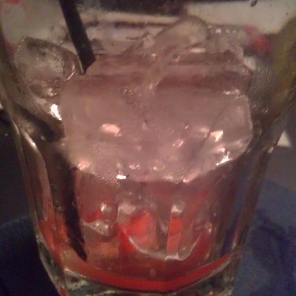 Если учитывать,что напиток выпивался в среднем за 20-30 мин., представьте сколько льда уже расстаяло