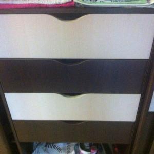 Цветовая гамма шкафа и полок была подобрана в стиль квартиры