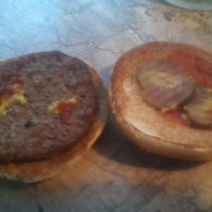 """Так называемый,гамбургер!Проже бы было назвать """"Булка с катлетой""""."""
