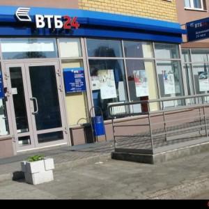 Главный вход в банк.