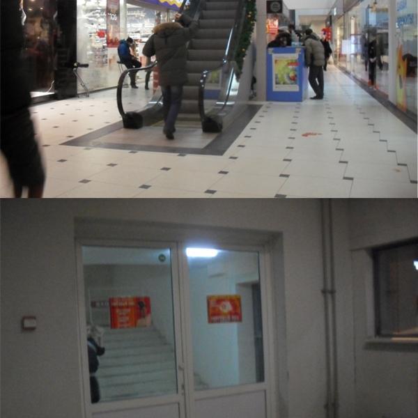 """эскалатор наверх, вход на лестницу (2 этаж, за мороженым """"Пингвины"""" и зеленым почтоматом)"""