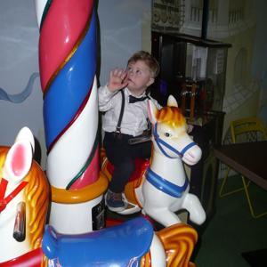 Детская радость - карусели тоже были на Ёлочке от фонда :)