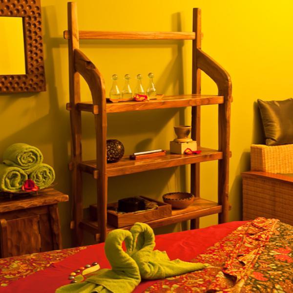 Вся наша мебель выполнена вручную из драгоценного тика