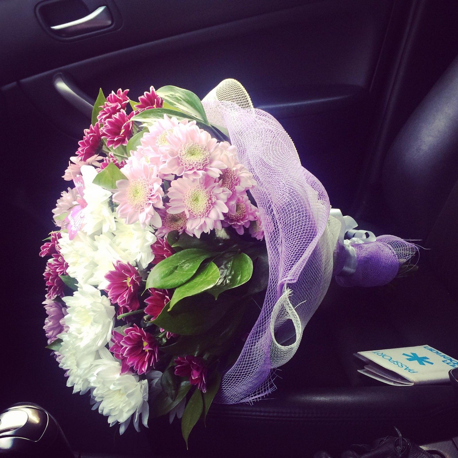 машина отвечает букет цветов в машине на сиденье фото может похвастаться великолепными