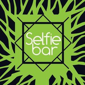 Selfie bar