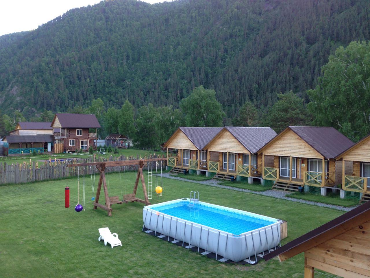 Сауна с бассейном, каминный зал, терраса, спутниковое телевидение, охраняемая стоянка.