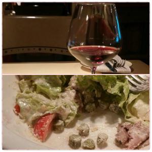 Фото не очень конечно, на нем остатки салата 🙈 и вино 👍