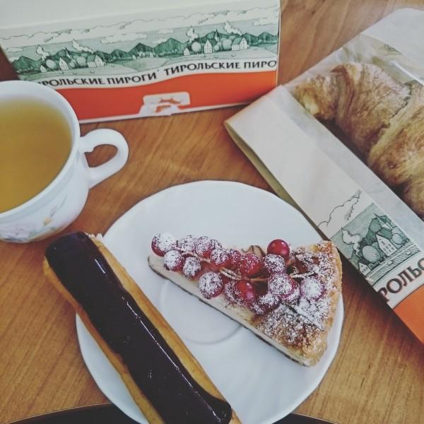 """С такими завтраками начнёшь понимать значение шутки: """"Это не жирок, это пояс верности тортикам"""" :)"""