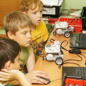 Программирование роботов на занятиях по робототехнике.