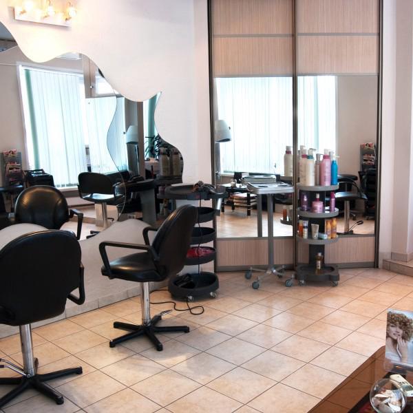 Наш уютный и просторный парикмахерский зал.:)