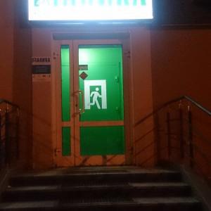 И этот коридор как стробоскоп мигает и сводит с ума))