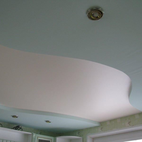 натяжной двухуровневый потолок клипсо