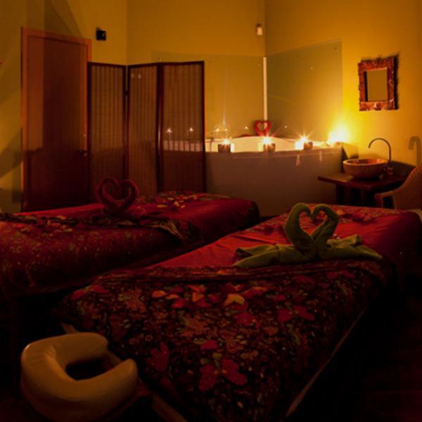 Наша комната для двоих. Свечи, розовые лепестки и уникальные программы для пар...