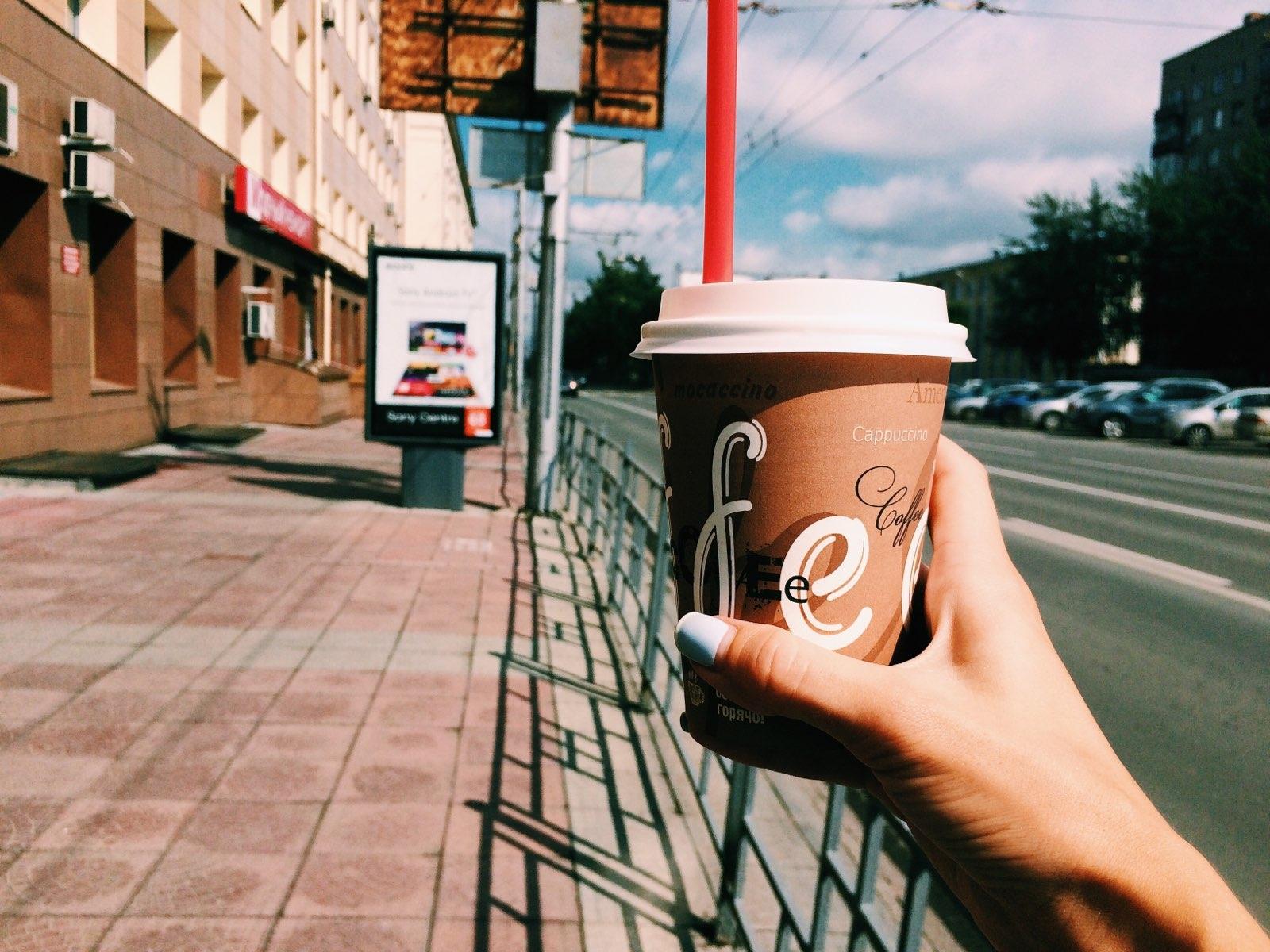 фото кофе на улице в руке прихожая