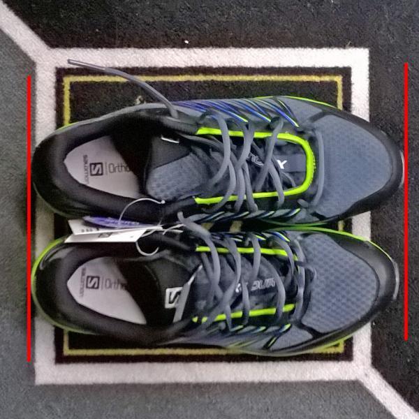 Разный размер кроссовок одной пары.