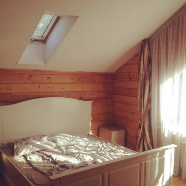 Только проснулись) Кстати, кровать 2м х 2м. и в номере просторно. Жаль не вошла в кадр вся комната.
