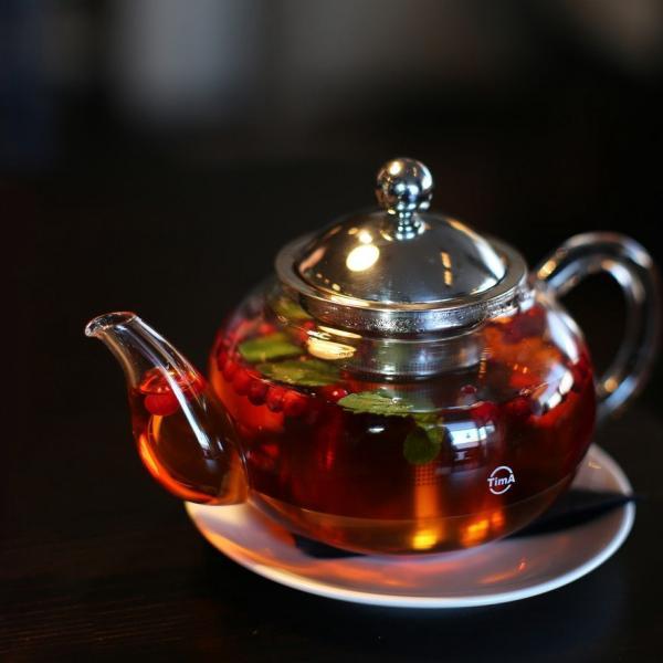Чай с брусникой и мятой. Сфотал 8 марта