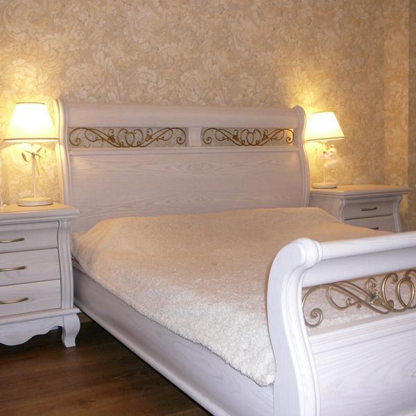 Кровать и тумбочки Сорренто