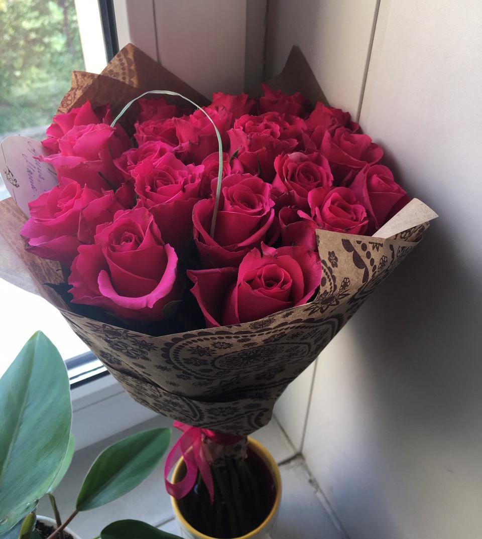фото цветов на столе дома этом наше путешествие