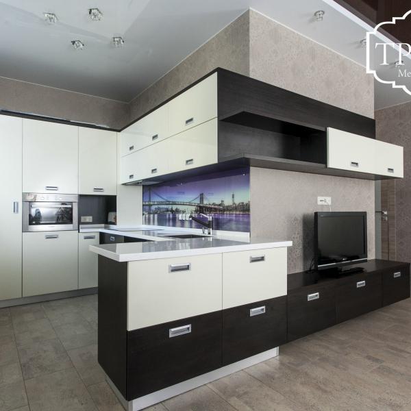 Кухонный гарнитур + гостиная
