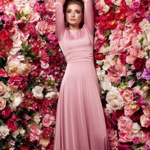 Женственная,нежная,благодаря розовому волшебному платье!