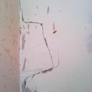 трещина на несущей стене