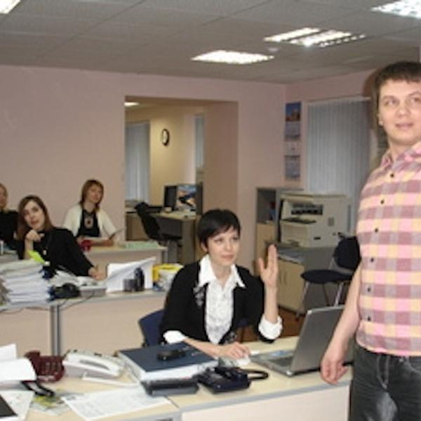 """Вася - """"юрист"""" (справа на фото)"""