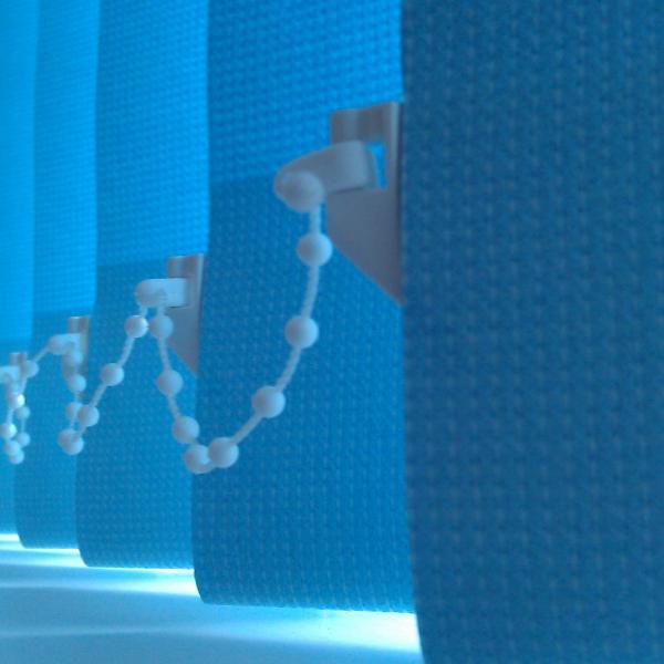 Вот такой глубокий голубой выбрала для зала