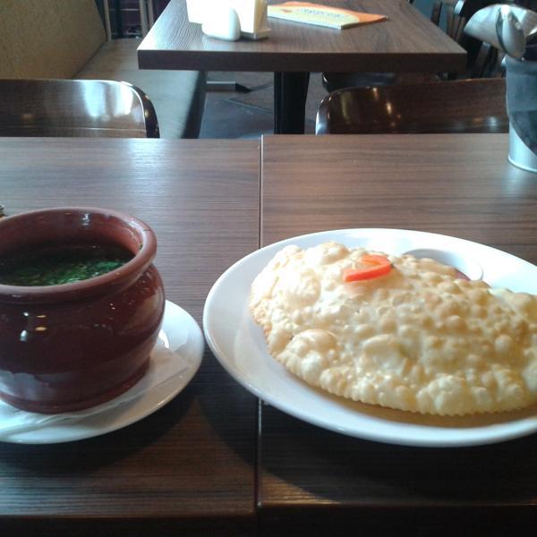 Для сравнения, размеры горшочка супа и чебурека))