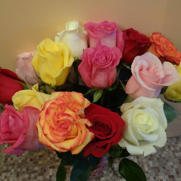 Наш чудо-букет из свежих роз...