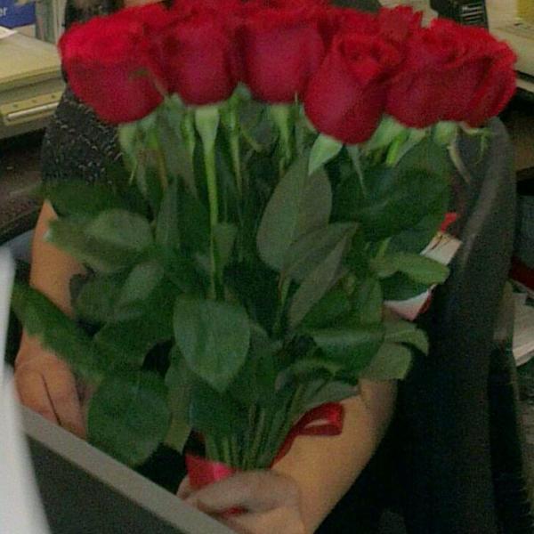 отличный букет из красных роз
