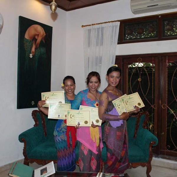 Все наши мастера проходят дополнительное обучение в одной из лучших спа-школ Бали