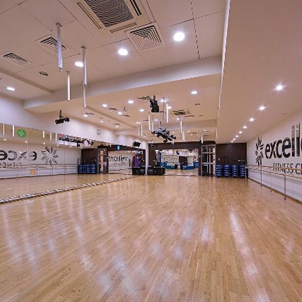 4500 кв.м. территория фитнеса: 8 залов для групповых и индивидуальных занятий. Зал Аэробики.