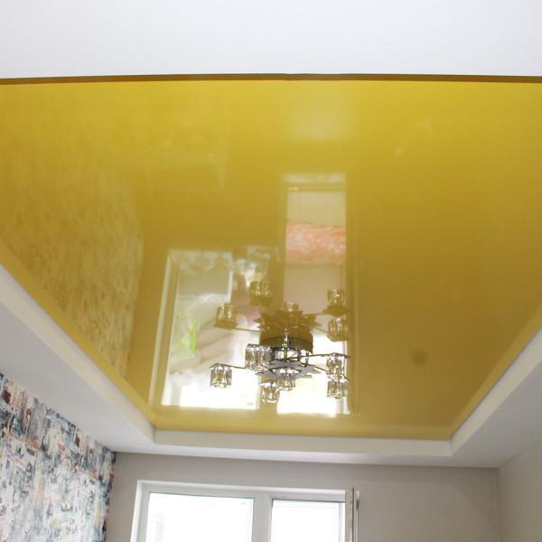 Цветной глянцевый потолок в ЖК Оазис