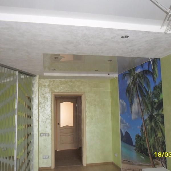Фотопечать на стене и натяжной потолок