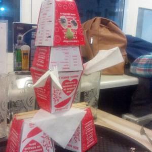 Робот из коробочек от лапши )