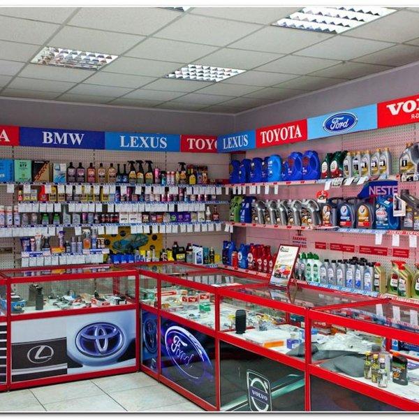 Большой выбор запчастей и автотоваров в магазине при автосервисе.