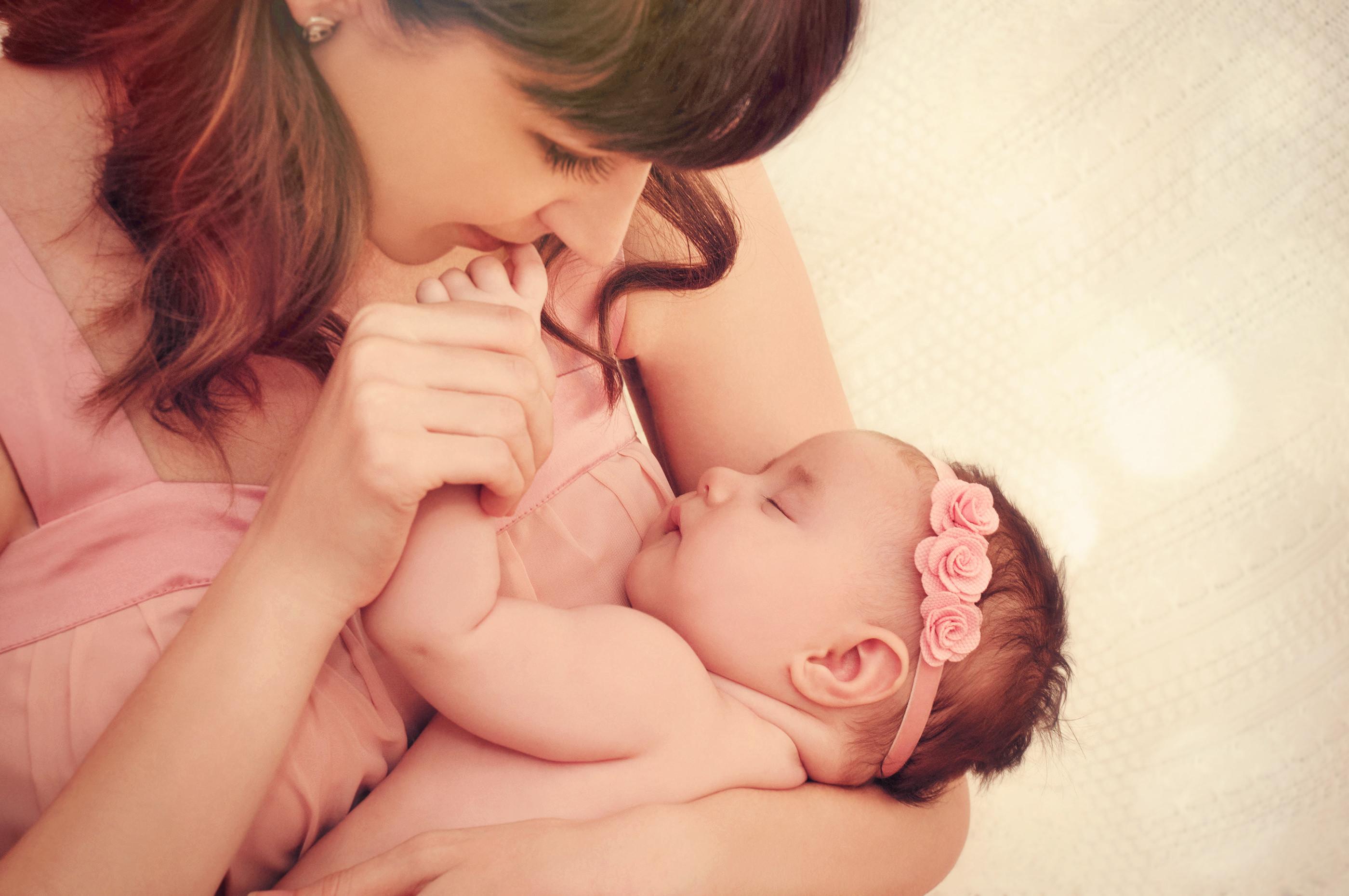 Картинки с младенцем на руках