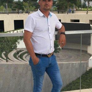 Руслан Саханов