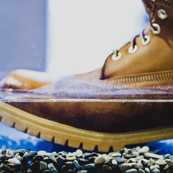 В знаменитых желтых ботинках Timberland можно стоять прямо в воде по 4-ое отверстие в шнуровке!