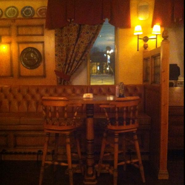 Отличный паб! Приятный интерьер, просторно, есть гиннес и вишневое пиво.