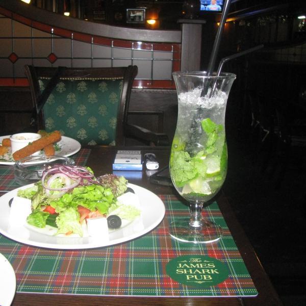 салат Греческий и сырные палочки с мохито