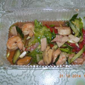 Это менамский салат, который нам привезли!