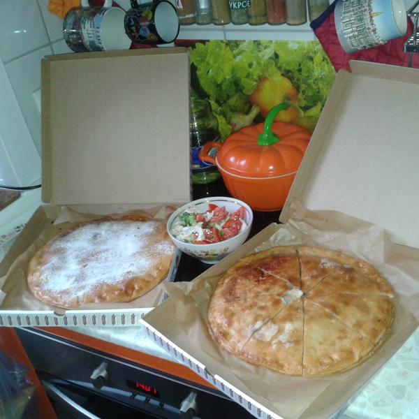 Пирог с фаршем и капустой, а второй с консервированными фруктами