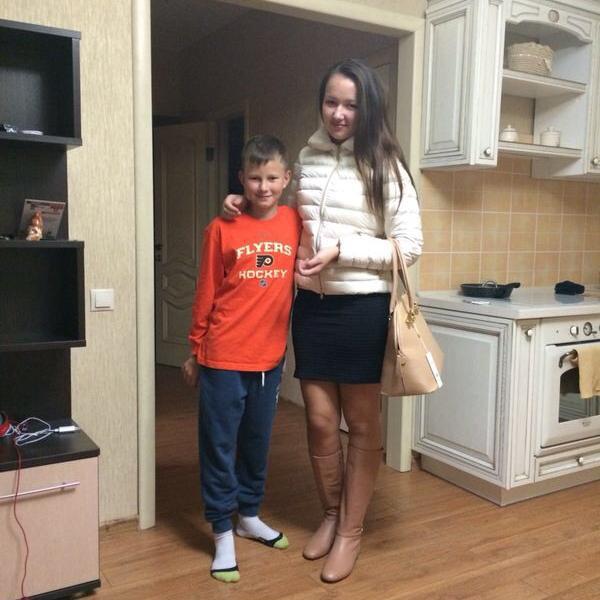 Дочь и сын в новой квартире