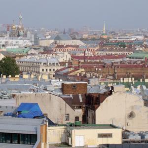 Вид на крыши Петербурга с Исаакиевского собора.