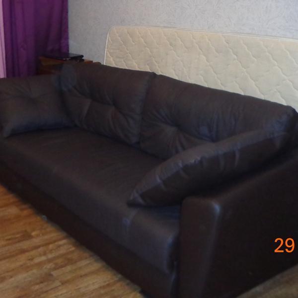 Диван из Много мебели.