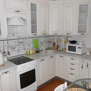 """Кухня в Итальянском стиле с патиной-""""Бианка"""". Угловой вариант"""