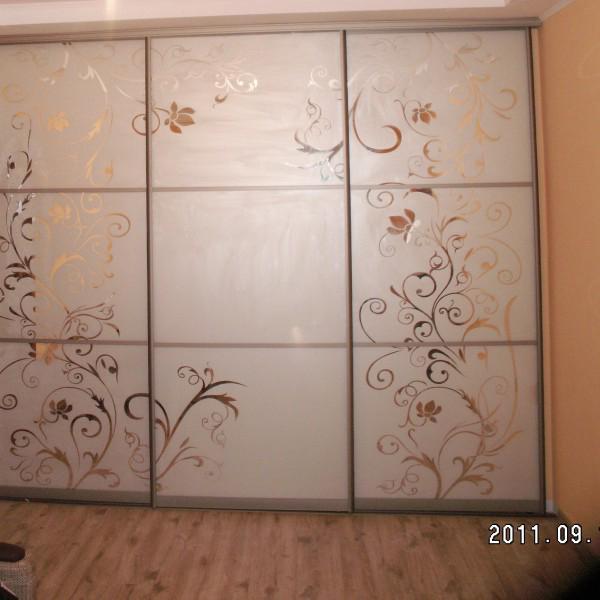 Двери раздвижные с пескоструйной обработкой (фон матовый рисунок зеркальный)